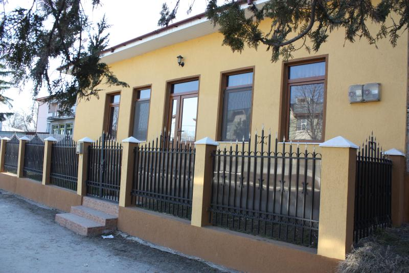 Rent house 2 rooms small peacefull town, holiday rental in Draguseni