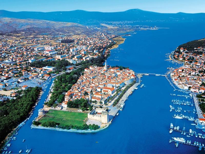 Trogir lieu de protéger en vertu de l'UNESCO à proximité de Split 20 min en voiture