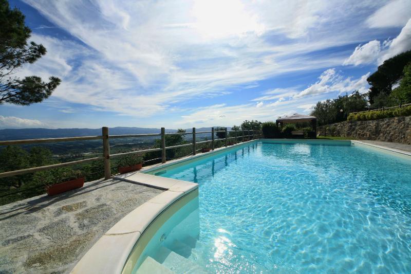 Hillside small apt in Tuscany near Florence,garden, location de vacances à Castelfranco Piandisco