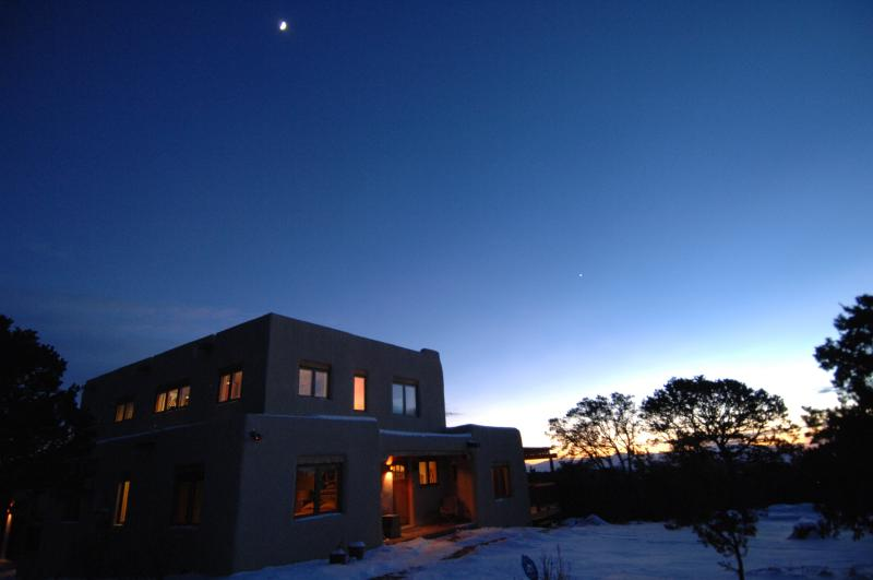 Casa Que Pasa au crépuscule
