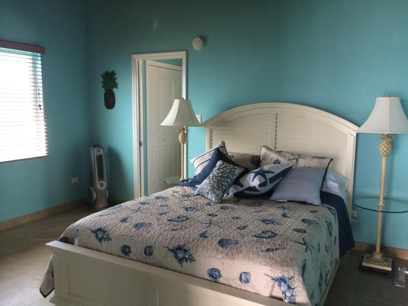 Queen bed luxury linens