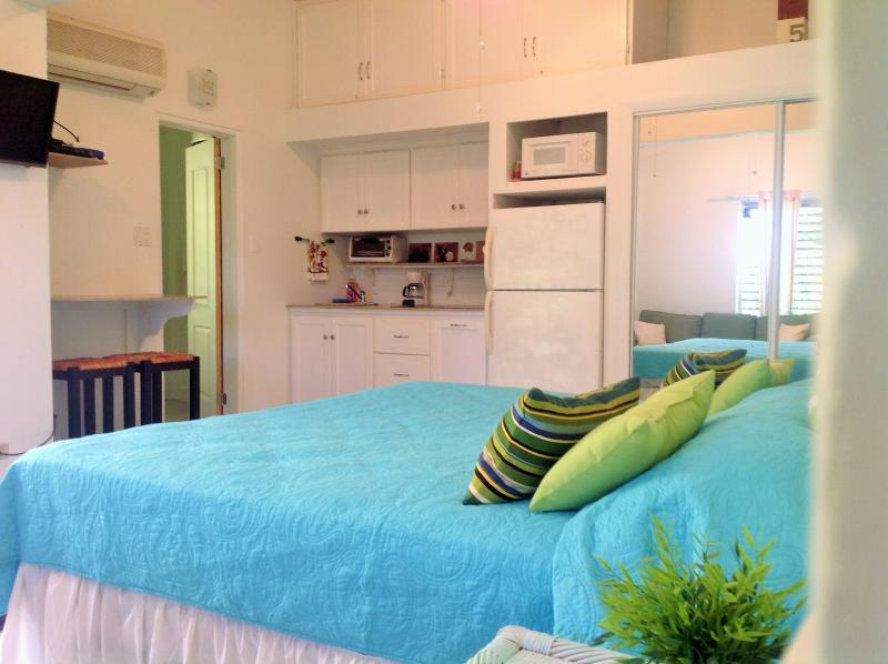 Studio in Pelican Key Paradise, vacation rental in Simpson Bay