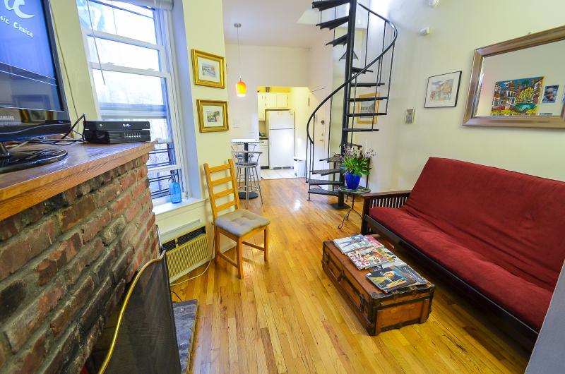 2br Duplex w/ Private Roof deck Near Empire State!, vakantiewoning in New York