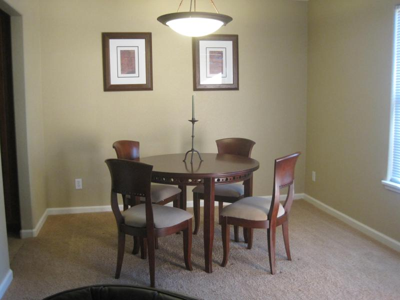 SKYLINE VILLAS CONDO NEXT TO ENCANTADA MALL, holiday rental in Tucson