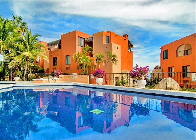 2 bedroom Cabos condo has beautiful pool and hot tub