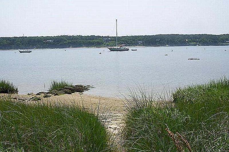 Pequeña playa en la laguna