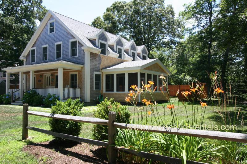 Casa, proyectado porche y patio