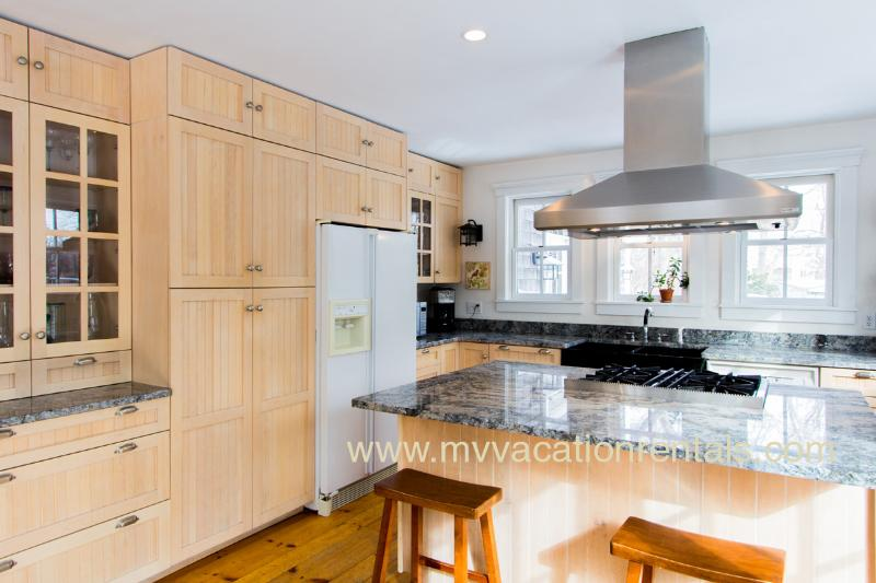 Gorgeous Kitchen, Island with Gas Range and Breakfast Bar