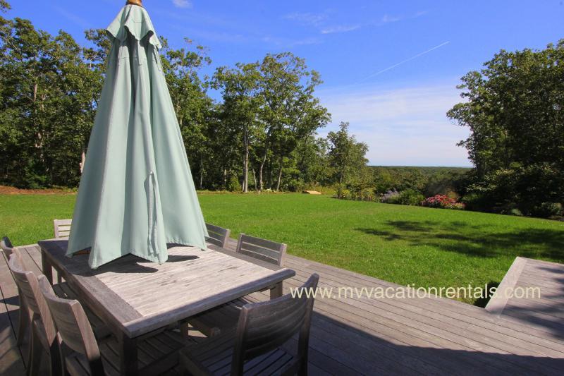 Terrasse, salle à manger avec une vue