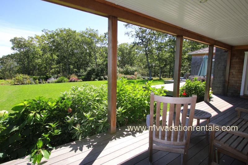Porche couvert avec vue sur jardin et vues