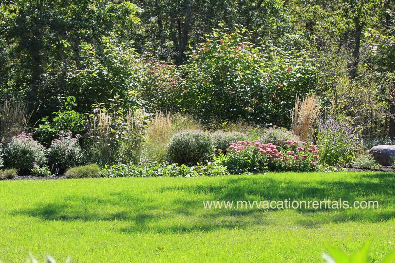 Jardins bordent la pelouse