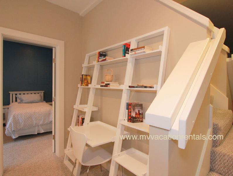 Nivel inferior de la sala de entrada, conduce a la sala de estar y dormitorio
