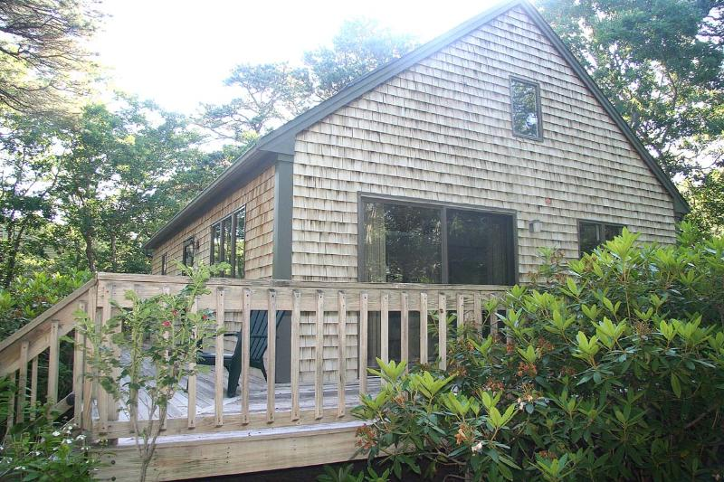 MCGOK - Cozy Contemporary Home in Dodger's Hole, Centrally Located to Towns and, alquiler de vacaciones en Martha's Vineyard