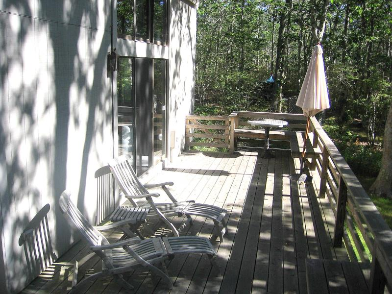 Side Deck Overlooks Yard