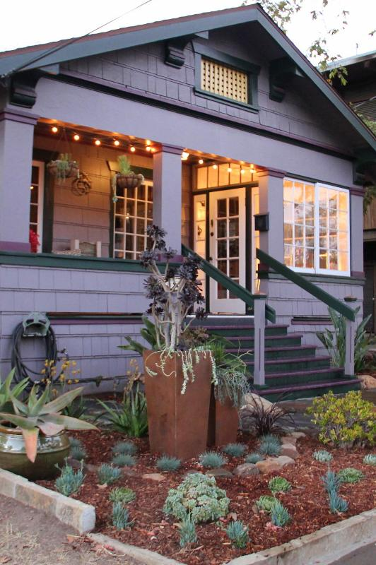 Front of House w/Amazing Garden