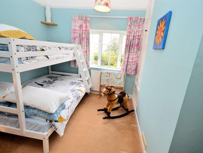 Pretty bunk bedroom