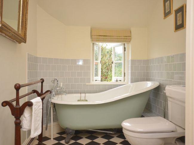Baño con bañera de pie