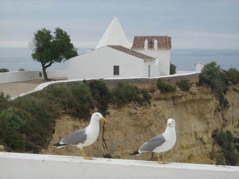 Chapelle à proximité de l'appartement, donnant sur les plages.