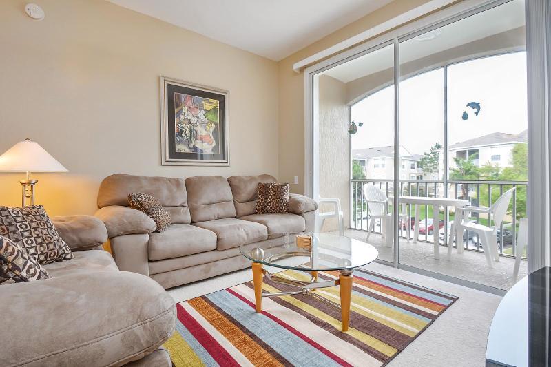 Chambre de famille confortable avec télévision HD et le Service de câble de base étendue.