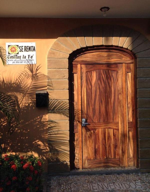 Street Entrance - Welcome to Casitas La Fe