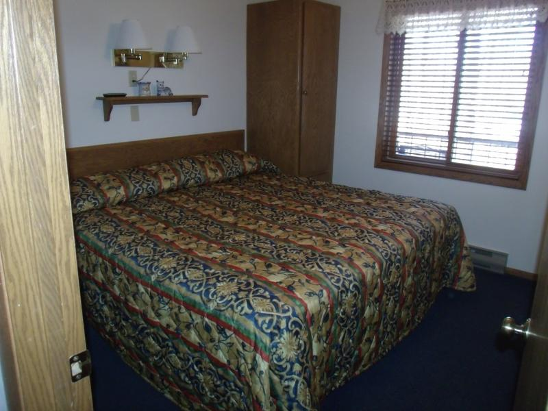 KING SIZE BED IN PRIVATE BEDROOM