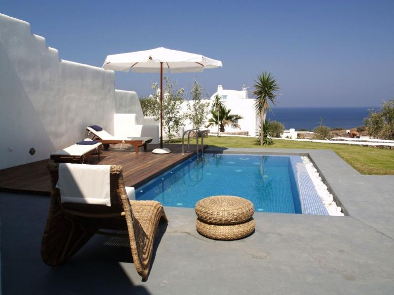 Livas Villa (1 bedroom), sea view, private pool & free car rental, location de vacances à Vourvoulos