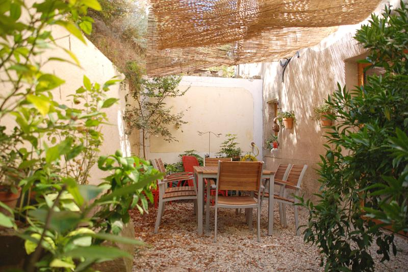 A quiet location in Felines-Minervois, open on the mountain, holiday rental in Trausse