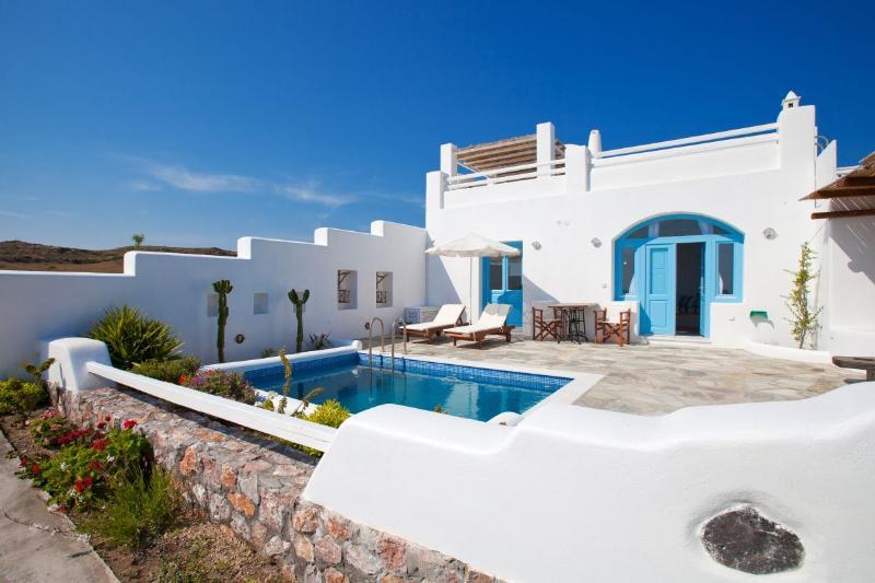 Zephyros Villa, sea view, private pool, and free car rental, location de vacances à Vourvoulos
