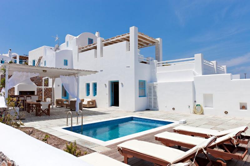 Levantes Villa, 2 bedrooms, sea view, private pool and free car rental, location de vacances à Vourvoulos