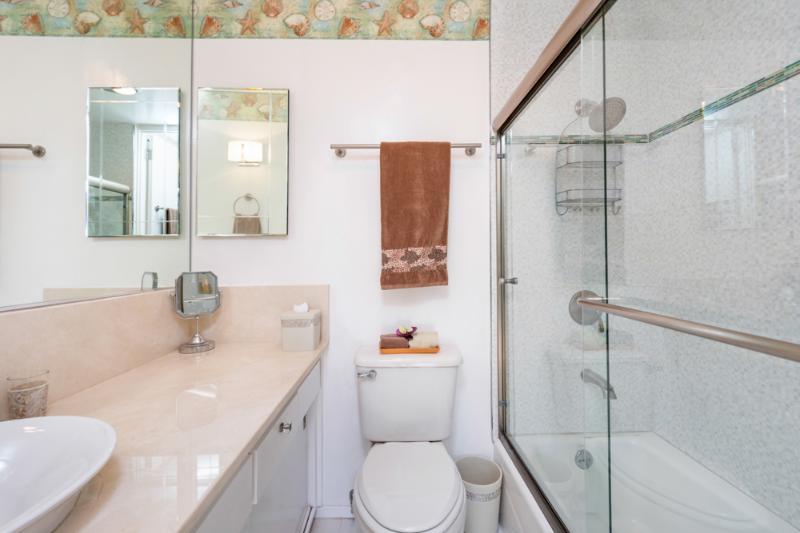 Light & Bright Bathroom