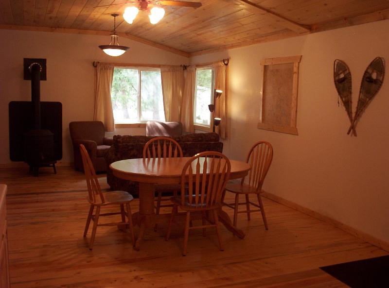 Clarks Fork River Cabin in Nothwest Wyoming, location de vacances à Cody