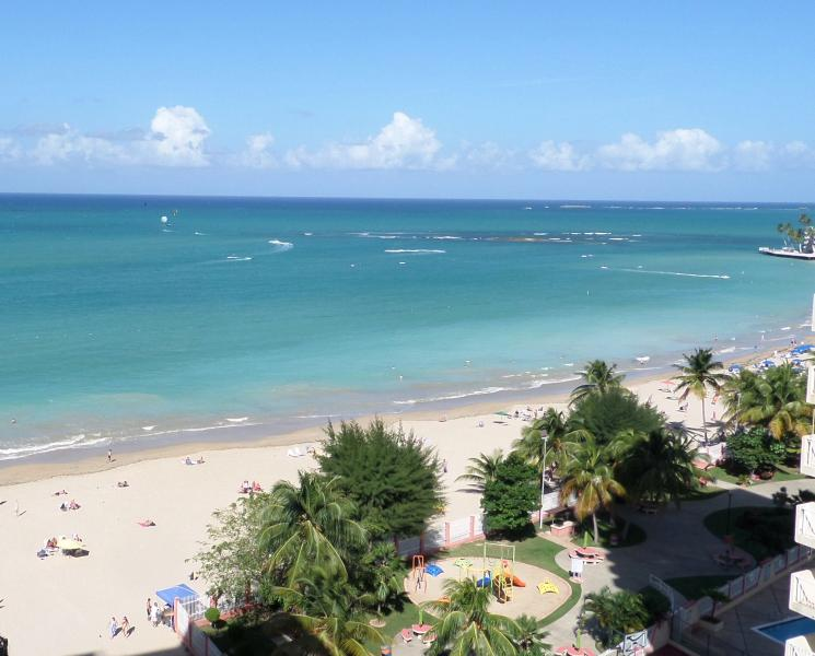 Isla Verde BEACHFRONT!  Casa Bonita, holiday rental in Isla Verde