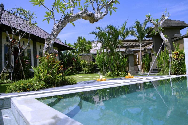 Great pool, big tropical garden, fabulous view