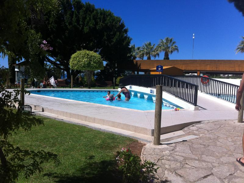 children pool at nearby ressort that can be used at no extra cost