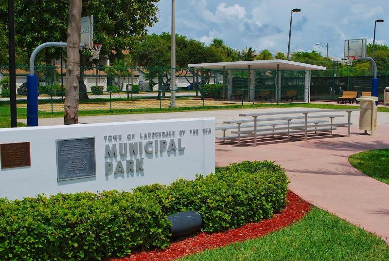 Lauderdale by the Sea Municipal Park (Tennis, Basketball, Soccer & Exercise Area) Located Nearby...