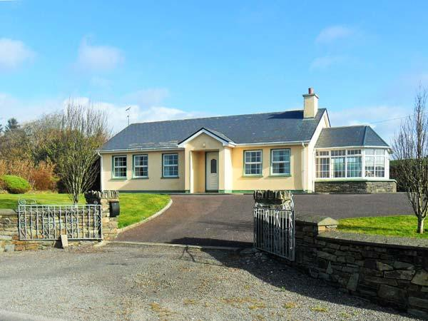 RAHEEN, detached, all ground floor, en-suite, parking, garden, in Skibbereen, vacation rental in Glandore