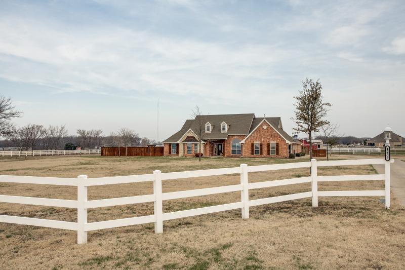Relaxing Country Retreat with City Amenities, vacation rental in Melissa