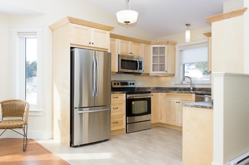 Cocina con electrodomésticos de acero inoxidables