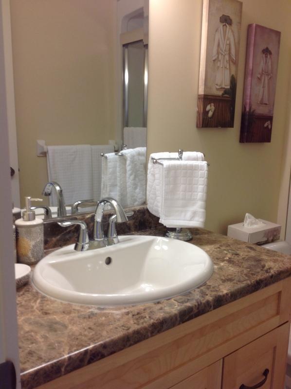 Master Bedroom con baño privado con bañera ducha