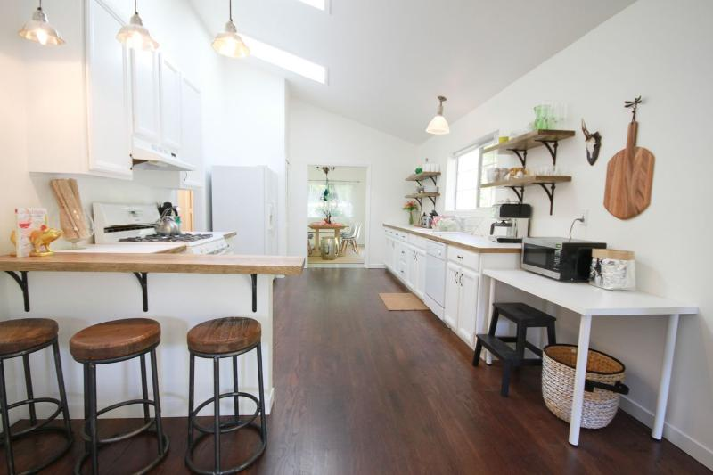 Kitchen with everything you need for cooking and entertaining.