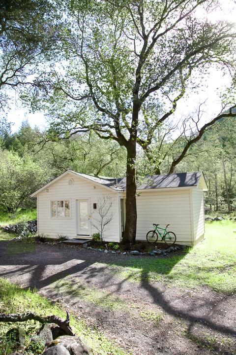 Cottage. 1 bedroom, 1 bathroom.