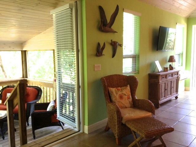 'Treehouse' studio apartment with two verandas