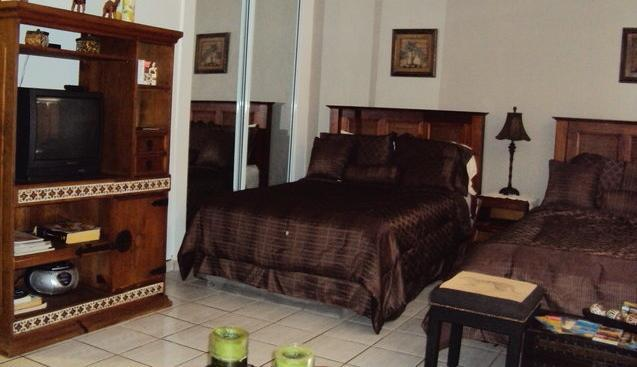 Amazing studio in the heart of Isla Verde, casa vacanza a Villalba