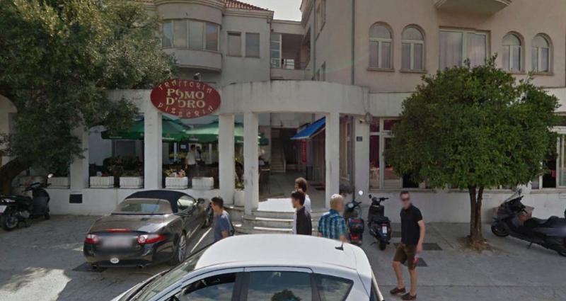 Pizzeria Pomo d'oro - over the street