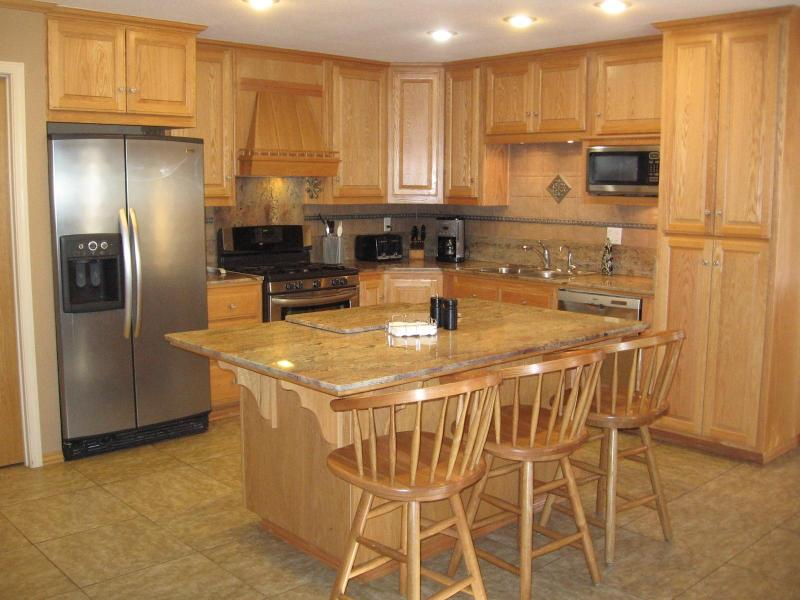 Kitchen - well equipped and modern appliances