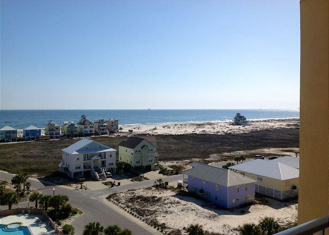 Top floor condo with gorgeous views of the Gulf!, vacation rental in Fort Morgan