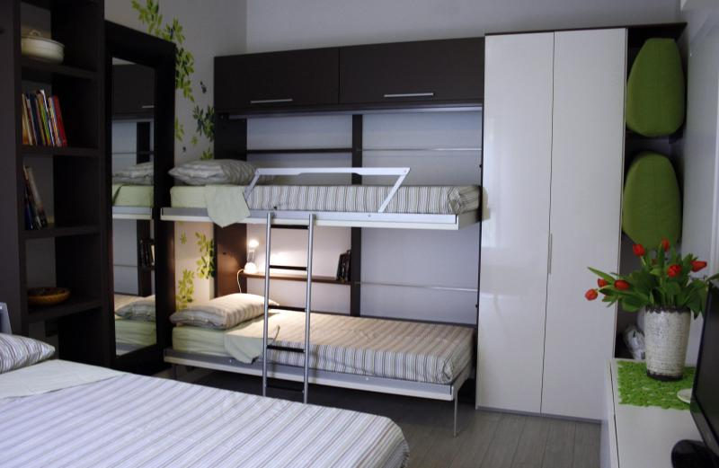 Bed room set with 4 beds