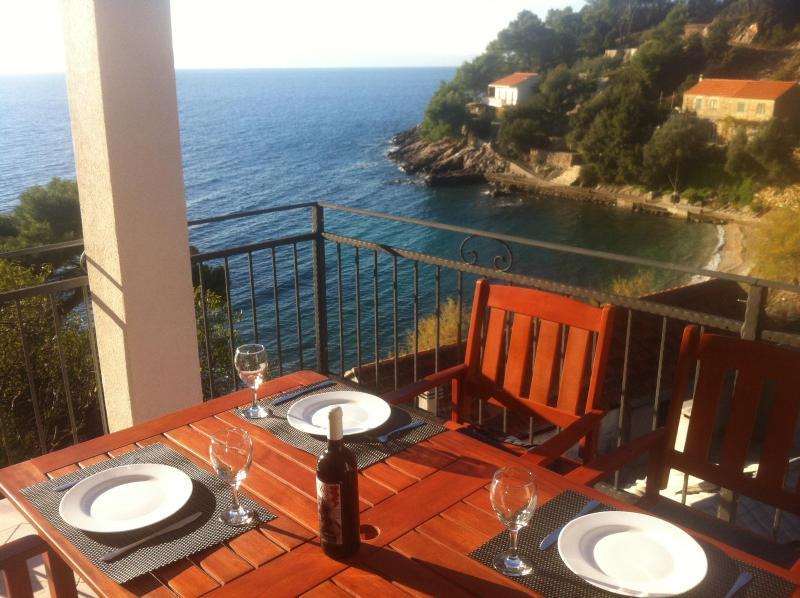Paradise Apartments-3, Gdinj,Torac Bay, holiday rental in Gdinj