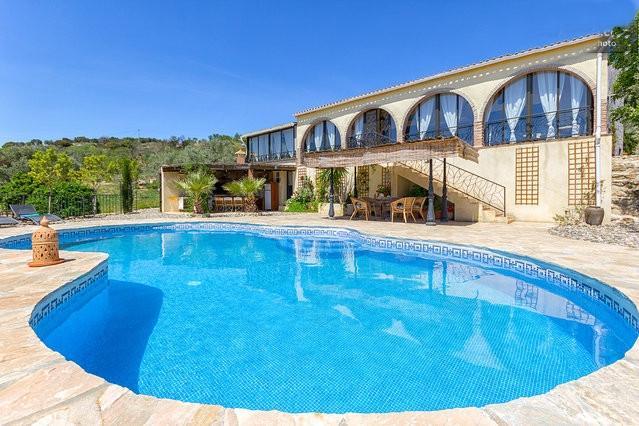Fores Villa con piscina