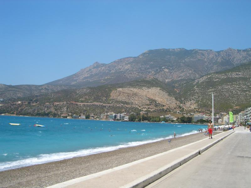 Loutraki beach (100m from the apartment)